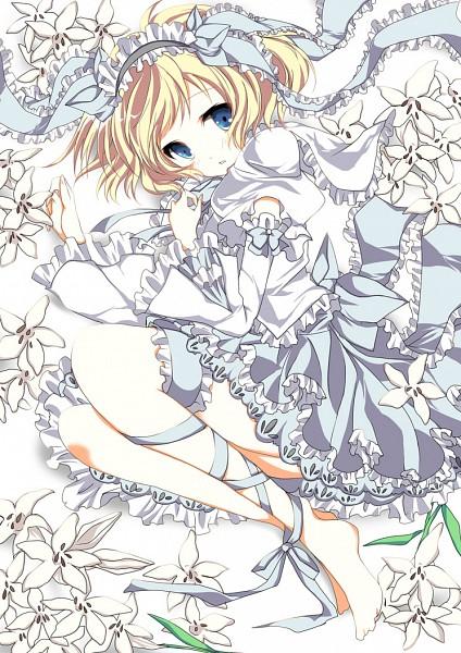 Tags: Anime, Mizu (Nonbiri), Touhou, Alice Margatroid, Fetal Position, Mobile Wallpaper