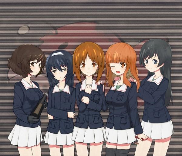 Tags: Anime, Thomas (Yogiiiruu), GIRLS und PANZER, Takebe Saori, Nishizumi Miho, Reizei Mako, Akiyama Yukari, Isuzu Hana, Holding Phone, Fanart, Fanart From Pixiv, Pixiv, Anglerfish Team