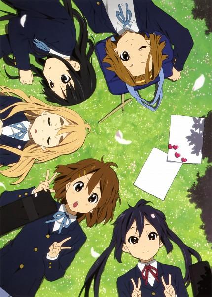 Tags: Anime, Horiguchi Yukiko, Kyoto Animation, K-ON!, Hirasawa Yui, Nakano Azusa, Tainaka Ritsu, Kotobuki Tsumugi, Akiyama Mio, Laying in Circle, Mobile Wallpaper, Scan, Official Art