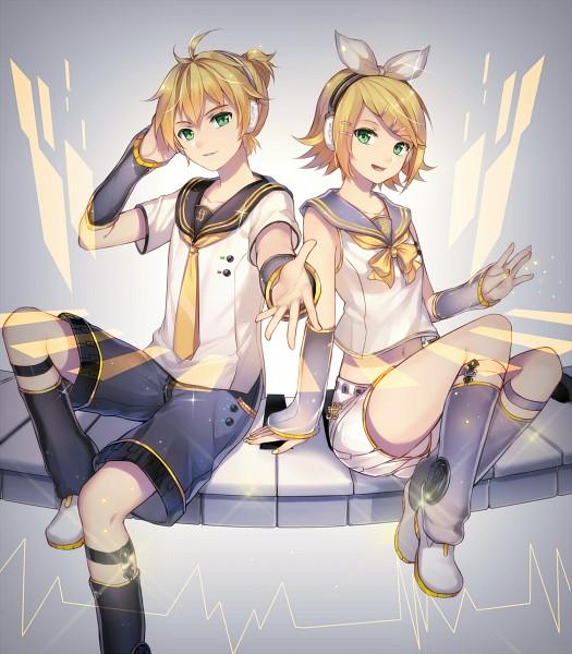 Tags: Anime, Pixiv Id 12026877, VOCALOID, Kagamine Len, Kagamine Rin, Gray Legwear, White Shorts, Heartbeat, Gray Armwear, Leg Warmers, Piano Keys, Fanart, Fanart From Pixiv