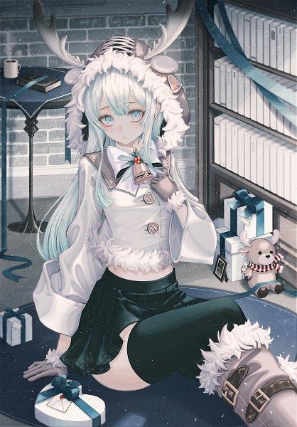 Tags: Anime, Pixiv Id 29939953, Gray Handwear, Green Legwear, Chocolate Box, Gray Gloves, Pixiv, Original