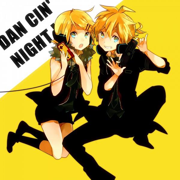 Tags: Anime, Ousaka Nozomi, Project DIVA F, VOCALOID, Kagamine Len, Kagamine Rin, Remote Control, Project DIVA Receiver, Fanart, Project DIVA Transmitter, Pixiv, Kagamine Mirrors
