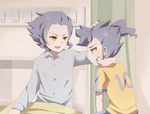Tags: Anime, Pixiv Id 596787, Level-5, Inazuma Eleven, Inazuma Eleven GO, Tsurugi Yuichi, Tsurugi Kyousuke, Tsurugi Brothers, Kyousuke Tsurugi
